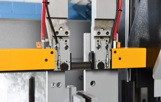 H-18A Idler Side Guide Arm Is Mechanically Connected To The Front Vise For Proper Guide Arm Spacing At All Times