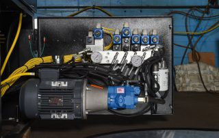 V-25 easy access hydraulics