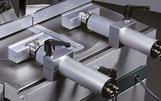 PNF350-2CNC material is clamped by two pneumatic operating vises